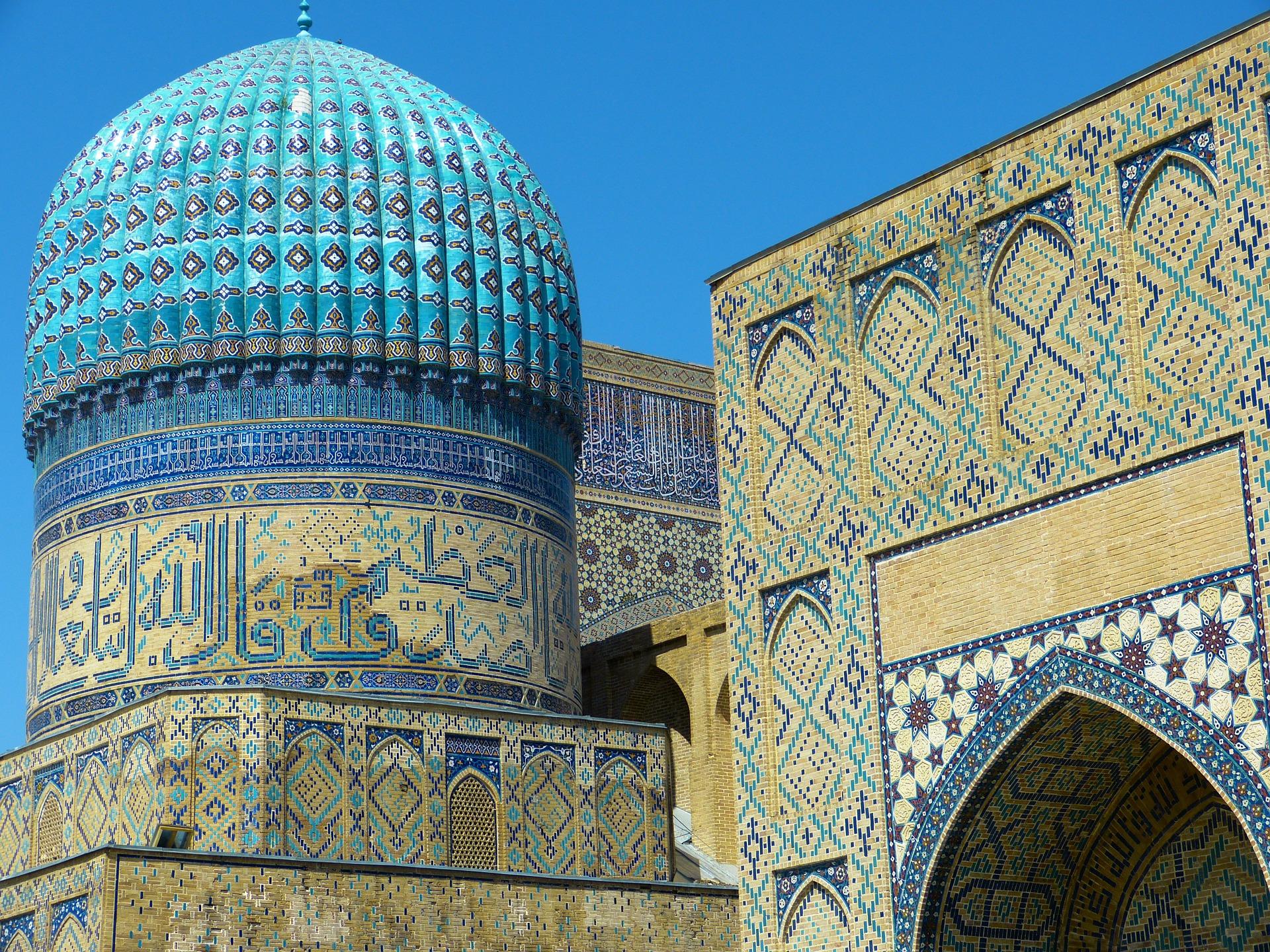 Ouzbékistan:  Train Bleu et Big Bazars